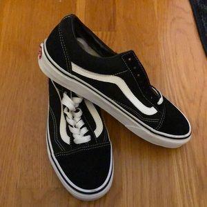 Old Skool Black Vans sneaker 8.5 -Brand New